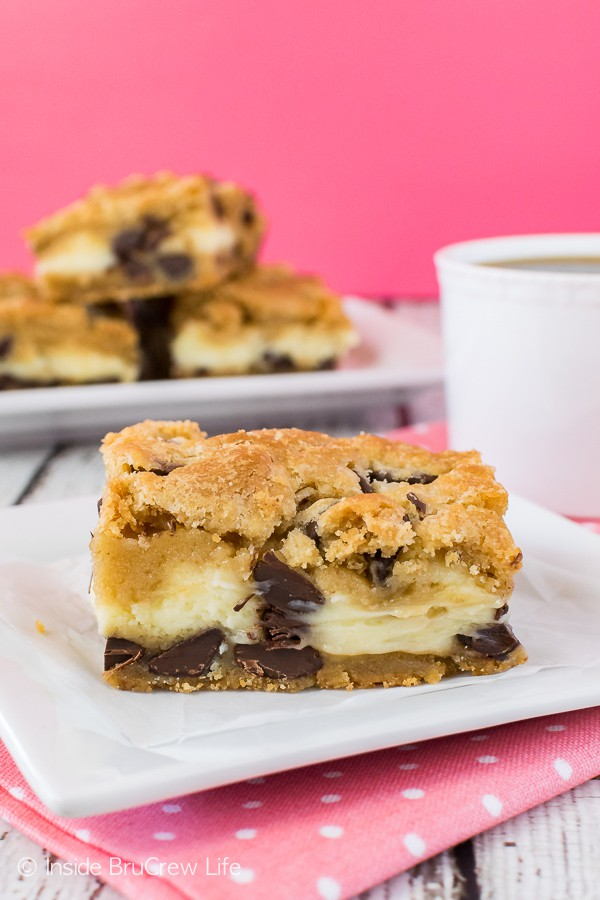 Chocolate Chip Cheesecake Cookie Bars - homemade cookie dough and vanilla cheesecake layers makes a fun and easy cookie. Great dessert for any dinner or party!