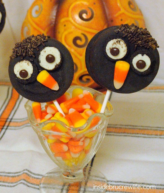 Owl Moon Pies - a fun easy treat using moon pies, Oreos, candy corn, and chocolate