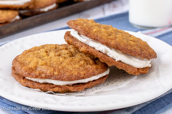 Homemade Oatmeal Cream Pies - the marshmallow filling inside these chewy oatmeal cookies makes them taste better than your favorite store bought treat! Great recipe for lunch boxes or bake sales!