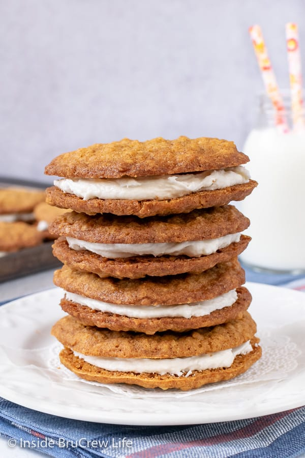 Homemade Oatmeal Cream Pies - soft chewy oatmeal cookies with marshmallow filling is the perfect snack or dessert. Great recipe to make for lunch boxes or bake sales.