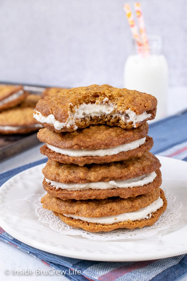 Homemade Oatmeal Cream Pies - these soft chewy cookies taste just like the store bought treats. This easy Little Debbie copycat recipe will bring back all your childhood memories. Easy recipe to make for lunch boxes or bake sales.