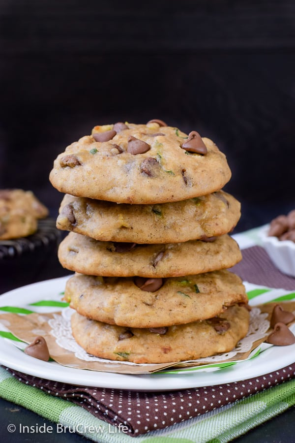 Banana Chocolate Chip Zucchini Cookies - use your extra zucchinis and bananas to jazz up these easy chocolate chip cookies. Soft puffy cookies are the best!!! #cookies #banana #zucchini #chocolatechipcookies #backtoschool #cookiejar #recipe