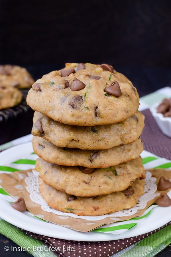 Banana Chocolate Chip Zucchini Cookies - adding shredded zucchini and ripe bananas to these chocolate chip cookies makes them taste amazing! Great recipe to make for dessert this week. #cookies #banana #zucchini #chocolatechipcookies #backtoschool #cookiejar #recipe