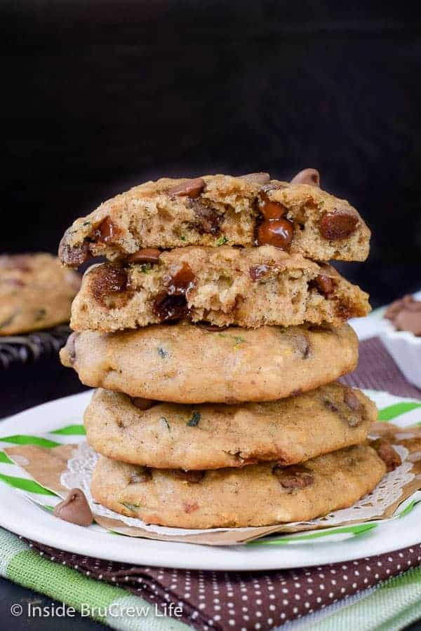 Banana Chocolate Chip Zucchini Cookies - these soft and puffy cookies are loaded with banana, zucchini, and chocolate chips. Great cookie recipe to make for your cookie jar! #cookies #banana #zucchini #chocolatechipcookies #backtoschool #cookiejar #recipe