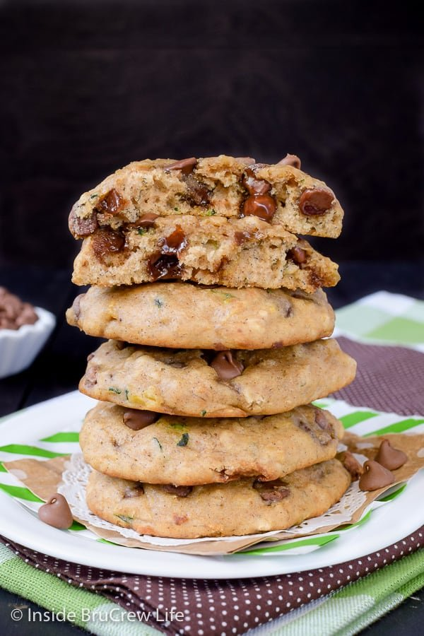 Banana Chocolate Chip Zucchini Cookies - chocolate chip cookies jazzed up with banana and zucchini makes the best puffy cookies. Try this easy recipe this week! #cookies #banana #zucchini #chocolatechipcookies #backtoschool #cookiejar #recipe
