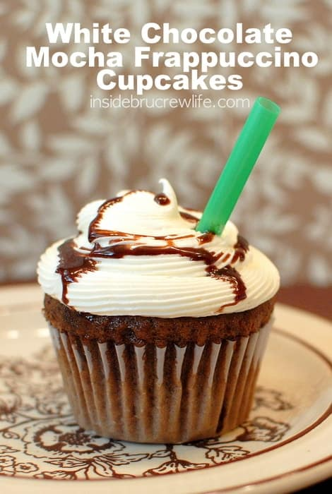 White Chocolate Mocha Frappuccino Cupcakes - fun coffee flavored cupcakes topped with a white chocolate frosting http://www.insidebrucrewilfe.com