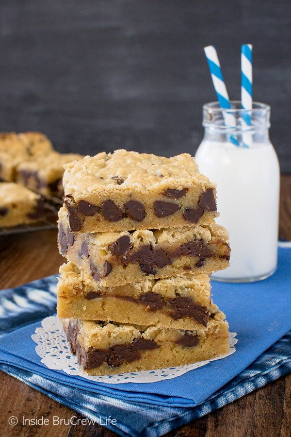 Congo Bars - soft and chewy blonde brownies loaded with chocolate chips. Great recipe for any party! #cookies #chocolate #easy #recipe #blondebrownies #brownies #cookiebars