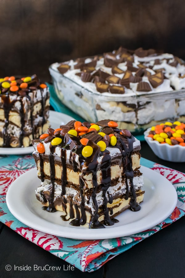 Reese's Ice Cream Cake - sweet layers of fudge, candy, and ice cream sandwich in every bite. Easy summer recipe for any party! #icecreamcake #diyicecreamcake #icecreamsandwiches #peanutbuttercups #summer