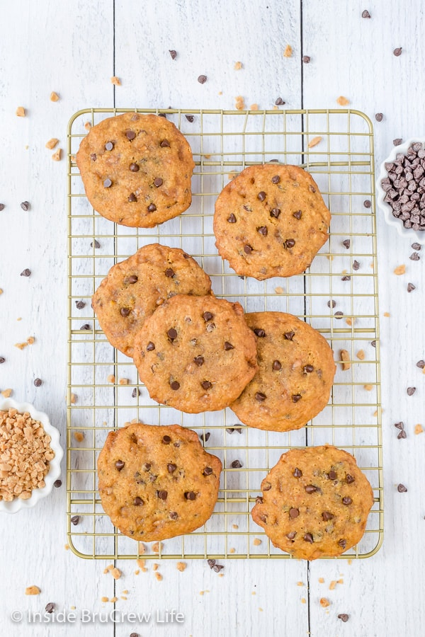 Banoffee Chocolate Chip Cookies - chocolate chip cookies loaded with toffee bits, banana, and chocolate chips are the best kind of cookies! Try this easy recipe and watch every one smile! #cookies #banana #toffee #banoffee #chocolatechipcookies #bakesale