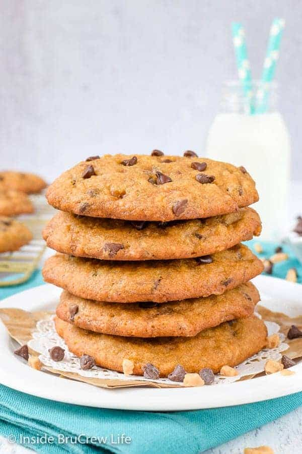 Banoffee Chocolate Chip Cookies - ripe bananas, toffee bits, and graham cracker crumbs give these chocolate chip cookies the taste of banoffee pie. It's the best way to use up ripe bananas and fill your cookie jar! #cookies #banana #toffee #banoffee #chocolatechipcookies #bakesale