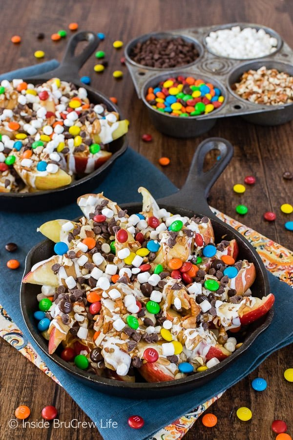 Apple Nachos - sliced apples loaded with candy and toppings is a fun way to eat that apple a day. Easy recipe for kids to make at parties too!