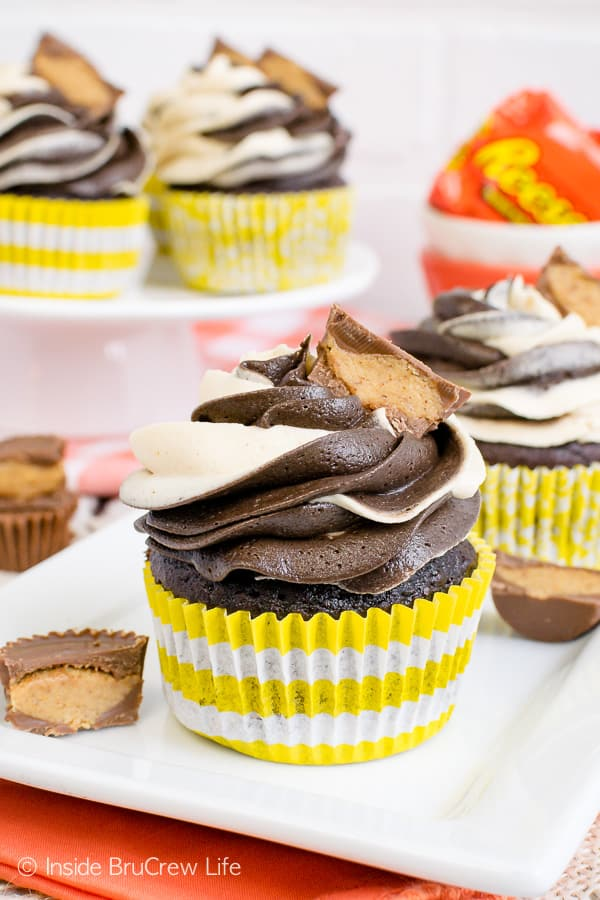 Reese's Chocolate Peanut Butter Cupcakes - swirls of peanut butter and chocolate frosting and peanut butter cups make this the perfect recipe for peanut butter lovers! #cupcakes #chocolate #peanutbutter #reeses #peanutbuttercups #frosting