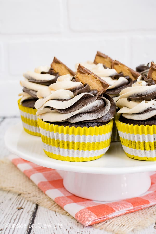 Reese's Chocolate Peanut Butter Cupcakes - swirls of chocolate and peanut butter frosting and a hidden peanut butter cups make these chocolate cupcakes amazing! Try this recipe for parties or peanut butter lovers! #cupcakes #chocolate #peanutbutter #reeses #peanutbuttercups #frosting
