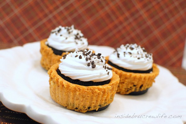 Pumpkin Oreo Cheesecake - pumpkin cheesecake with an Oreo cookie bottom and an Oreo cookie top http://www.insidebrucrewlife.com