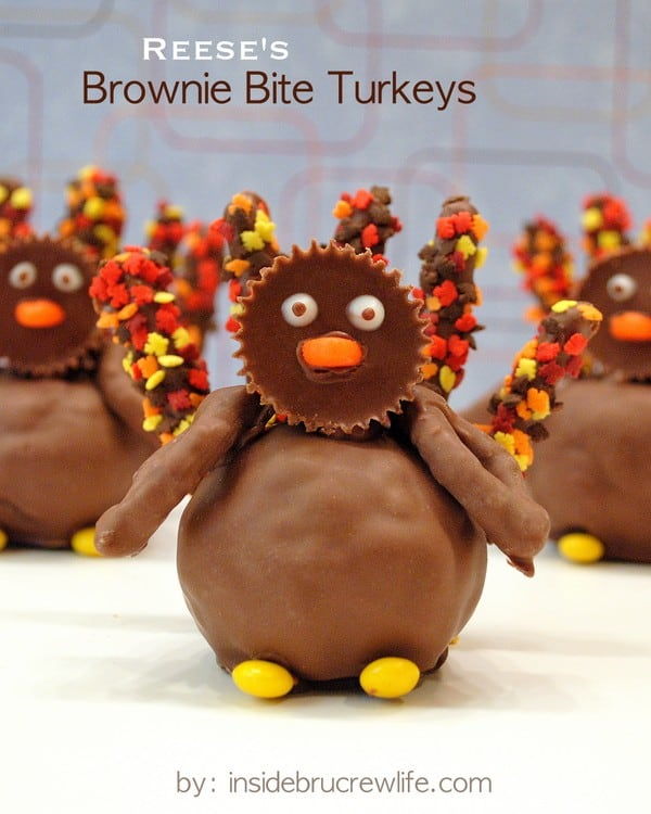 Reese's Brownie Bite Turkeys - brownies, peanut butter cups, and chocolate covered pretzels for a fun turkey day treat