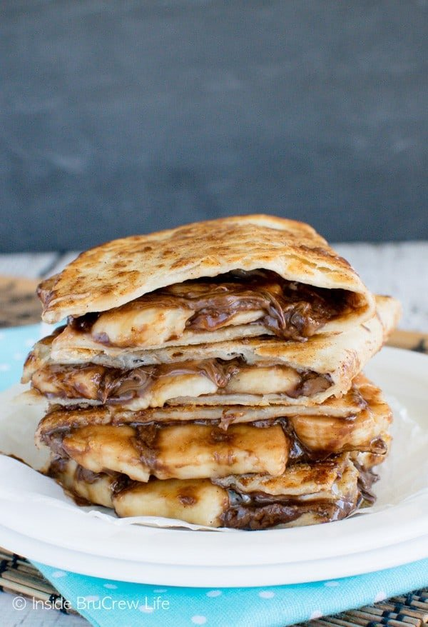 Banana Nutella Quesadillas - these easy dessert quesadillas are full of chocolate and banana goodness! Try this easy no bake dessert recipe the next time you are craving chocolate. #dessertquesadillas #nutella #banana #chocolate #nobakedessert