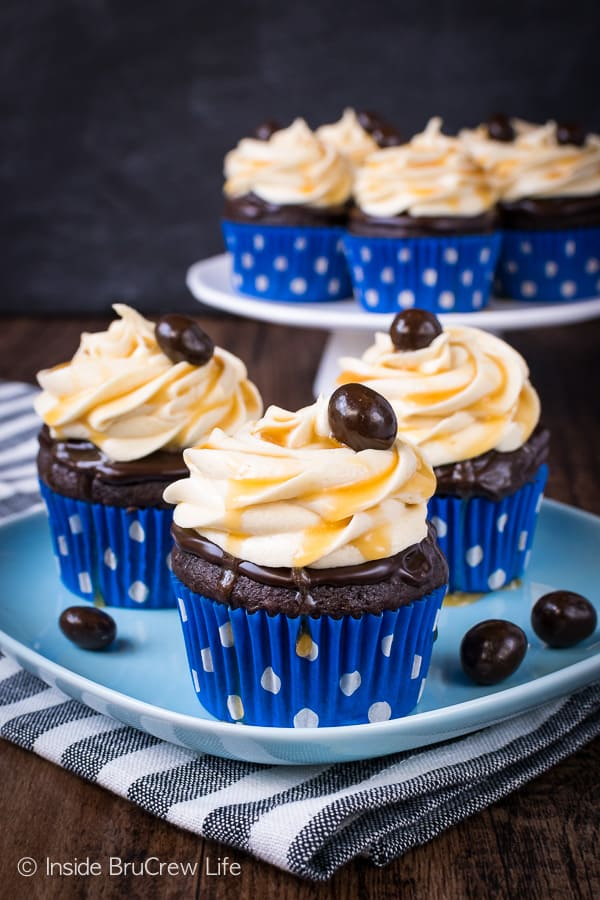 Caramel Mocha Cupcakes - the chocolate topping and caramel frosting gives these easy chocolate cupcakes a bakery flair. Make this recipe for parties and events and watch them disappear! #cupcakes #chocolate #caramel #mocha #dessert #easy #recipe