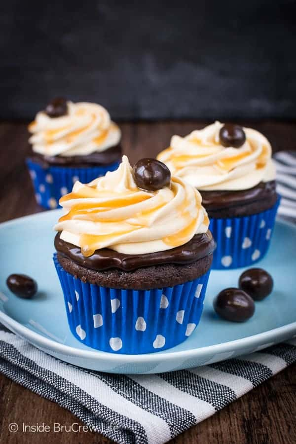 Caramel Mocha Cupcakes - easy chocolate cupcakes with a chocolate topping and homemade caramel frosting. Try this recipe for parties and events. #cupcakes #chocolate #caramel #mocha #dessert #easy #recipe