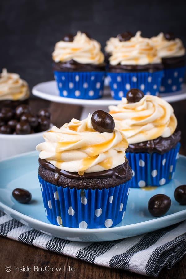 Caramel Mocha Cupcakes - these easy chocolate cupcakes are topped with chocolate and creamy caramel frosting. They would be a delicious addition to all your parties! #cupcakes #chocolate #caramel #mocha #dessert #easy #recipe