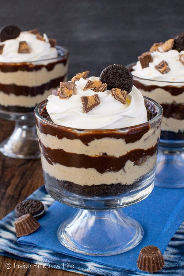 Peanut Butter Pie Parfaits - layers of chocolate, peanut butter, & candy make these a decadent treat. Easy no bake recipe for dessert!