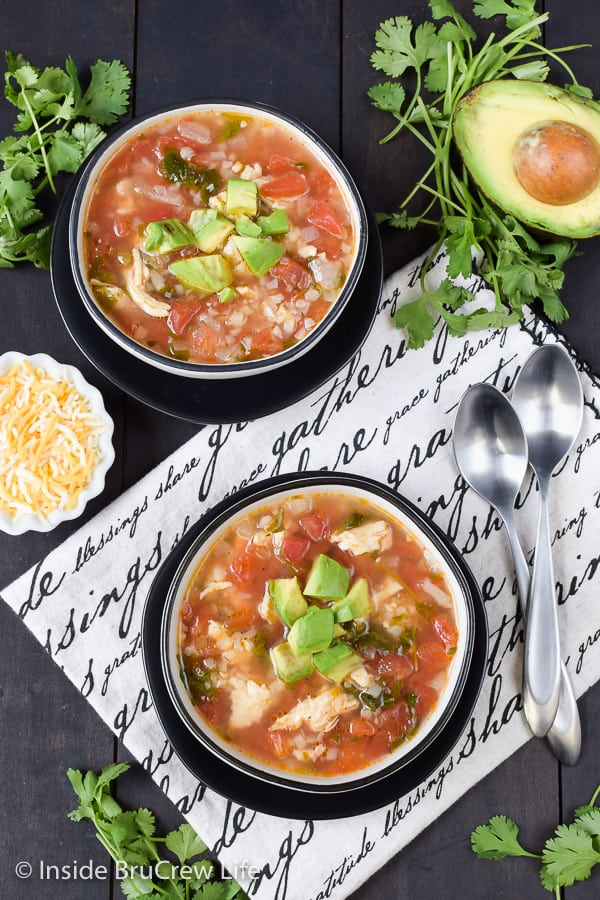Spicy Chicken and Rice Soup - enjoy a pot of this easy chicken and rice soup in minutes. Great recipe to make for dinner when you are busy. #chickensoup #healthyrecipe #chickenandrice #soup
