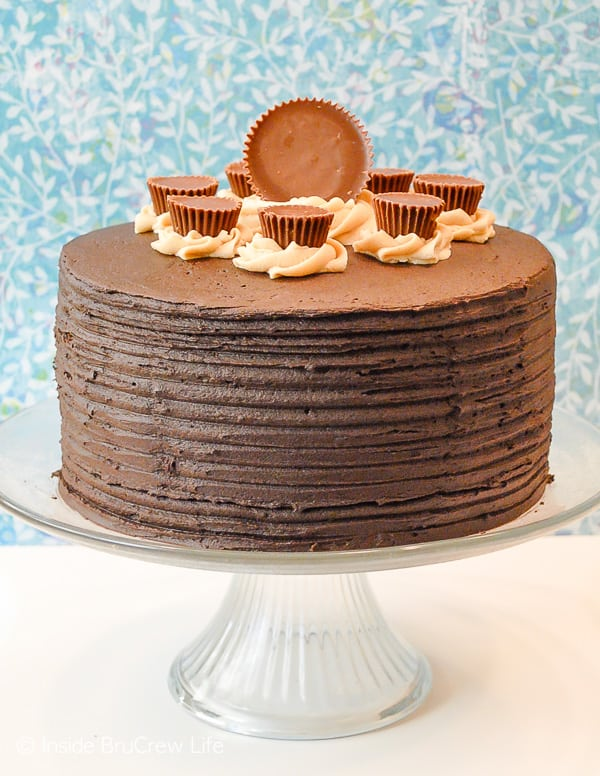 Peanut Butter Explosion Chocolate Cake - chocolate and peanut butter layers with Reese's peanut butter cups makes a delicious semi homemade dessert. Make this easy cake recipe for parties and events or bake sales. #chocolatecake #chocolate #peanutbutter #cake