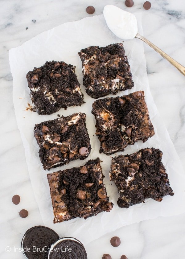 Cookies and marshmallows add a fun swirl to these Oreo Marshmallow Brownies! Awesome dessert recipe!
