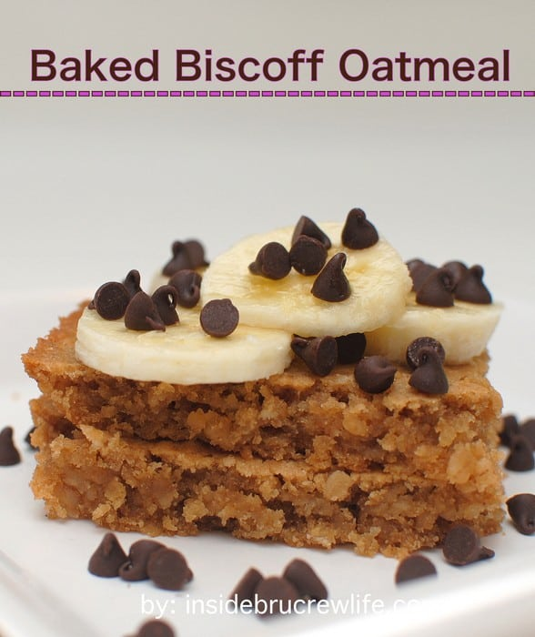 Baked Biscoff Oatmeal - baked oatmeal with Biscoff, banana slices, and chocolate chips is the best way to eat breakfast http://www.insidebrucrewlife.com
