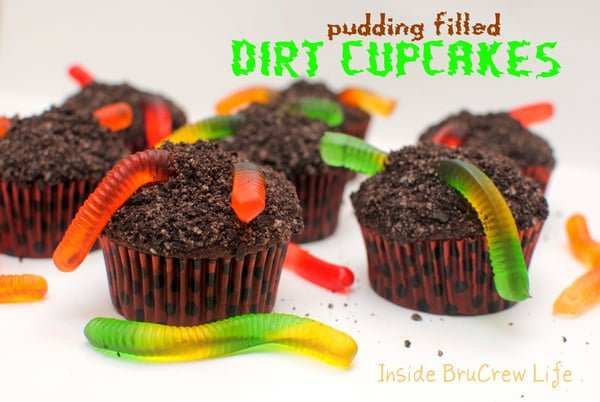 Pudding Filled Dirt Cupcakes - chocolate cupcakes with a pudding center and cookie crumbs and gummy worms on top https://www.insidebrucrewlife.com