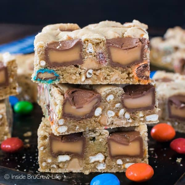 Caramel Pretzel Peanut Butter M&M Bars - loaded blonde brownies are a great way to use up bags of candy from your pantry. #blondebrownies #candy #loadedbrownies #sweets #dessert #mms #rolos #pretzel #sweetandsalty #easy #recipe