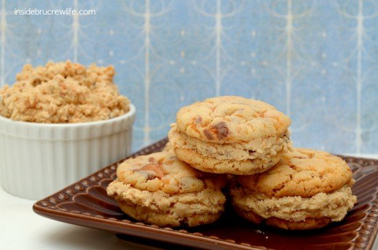 Butterfinger Whoopie Pies - you seriously cannot just eat one of these amazng cookies   www.insidebrucrewlife.com