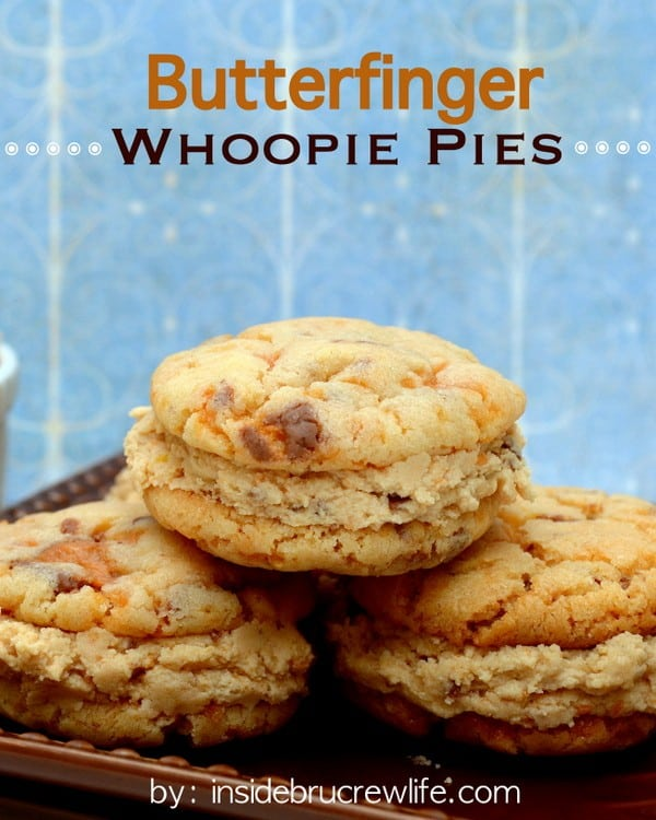 Butterfinger Whoopie Pies - you seriously cannot just eat one of these amazng cookies | www.insidebrucrewlife.com