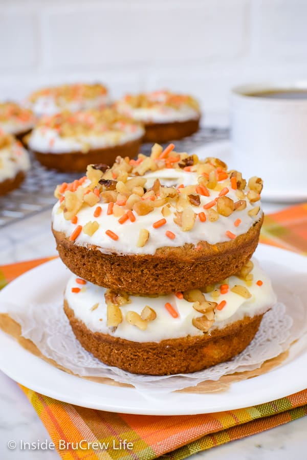 Carrot Cake Donuts - soft baked carrot donuts glazed with cream cheese frosting is the best way to enjoy carrot cake for breakfast! Try this easy recipe for Easter breakfast or brunch! #donuts #bakeddonuts #carrotcake #Easter #breakfast