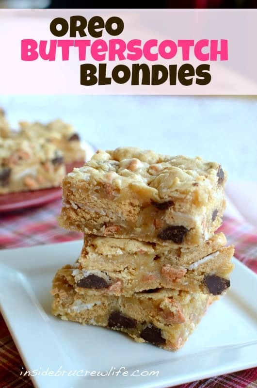 Oreo Butterscotch Blondies - these blonde brownies have Golden Oreos and butterscotch chips baked in for a fun flavor http://www.insidebrucrewlife.com
