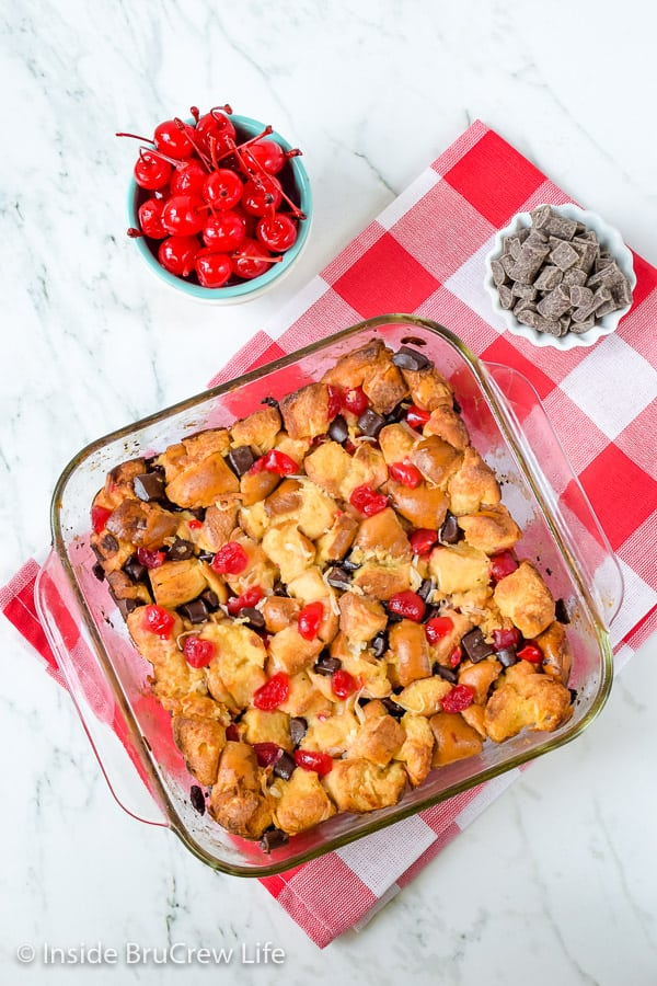 Cherry Chocolate French Toast Bake - pockets of chocolate and cherries make this easy breakfast casserole taste so good. Try this easy recipe for breakfast or brunch. #frenchtoast #breakfast #casserole #mothersday #cherry