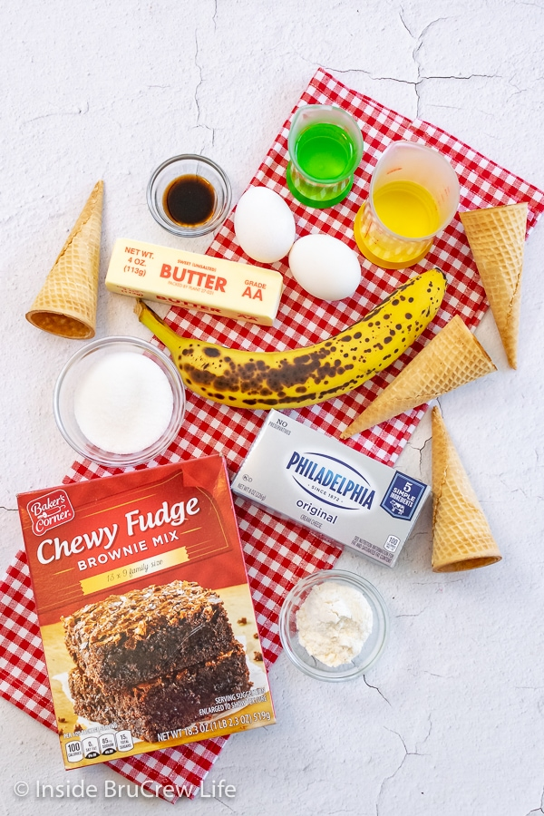 A white board with the ingredients to make a banana split brownie pie on it.