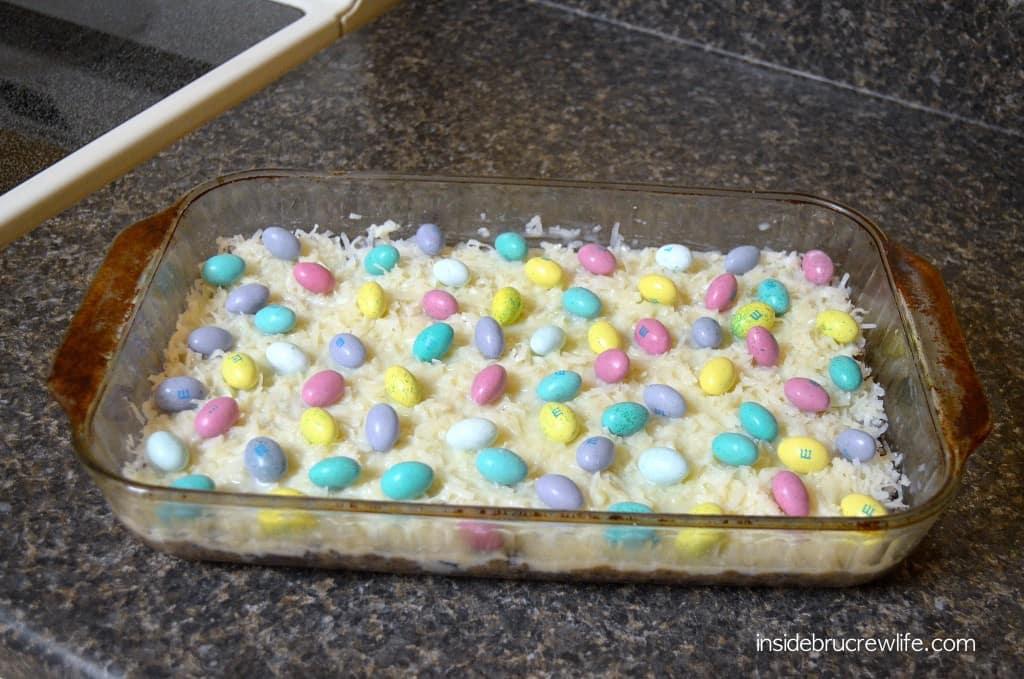 Oreo Gooey Cake Bars - m&ms