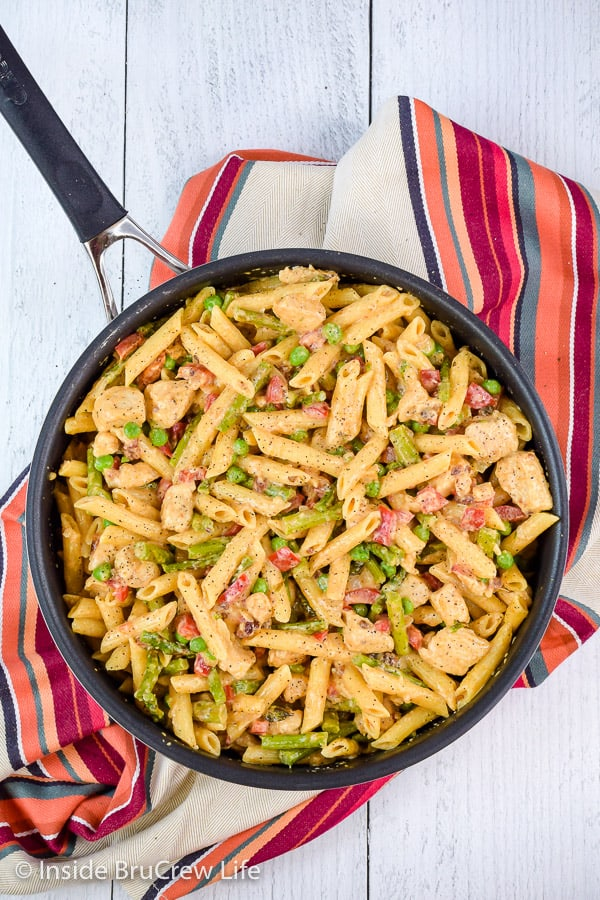 Spicy Chipotle Chicken Pasta - this copycat recipe from The Cheesecake Factory has pasta, veggies, and chicken in a spicy cream sauce. Make this easy recipe for dinner on busy nights. #pasta #copycat #thecheesecakefactory #chipotle #chicken