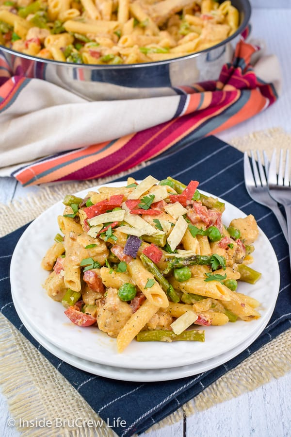 Spicy Chipotle Chicken Pasta - fresh veggies, chicken, and pasta in a spicy cream sauce makes a delicious and quick dinner. Great copycat recipe from The Cheesecake Factory. Try this easy recipe for dinner! #pasta #copycat #thecheesecakefactory #chipotle #chicken