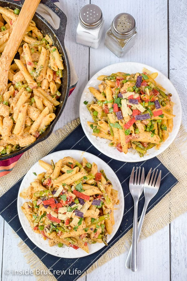 Spicy Chipotle Chicken Pasta - this easy skillet dinner comes together in minutes. Veggies and chicken in a creamy chipotle sauce will have everyone finishing dinner in a hurry. Make this recipe for busy nights! #pasta #copycat #thecheesecakefactory #chipotle #chicken
