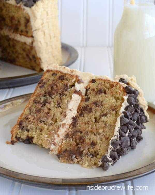Chocolate Chip Banana Cake with Honey Peanut Butter Frosting - banana cake frosted with a homemade peanut butter frosting makes this cake so impressive and delicious! Try this delicious layer cake when you need a great party cake! #banana #cake #layercake #peanutbutterfrosting #basketweave