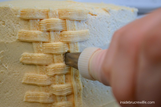 How to decorate a cake with basket weave