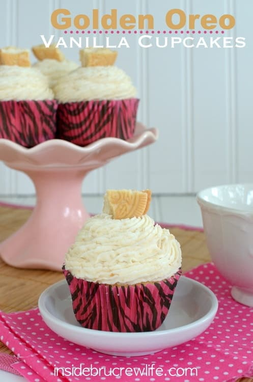Golden Oreo Vanilla Cupcakes - vanilla cupcakes to to the next level with golden Oreos