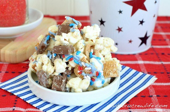 S'mores Popcorn | Inside BruCrew Life - sweet and salty popcorn tossed with marshmallow, Golden Grahams, and chocolate bars #hersheys #smores