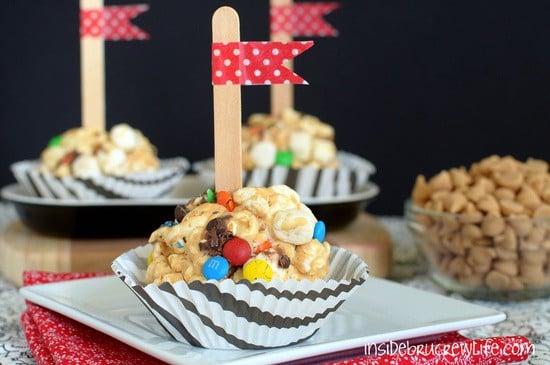 Fluffernutter Popcorn Balls - peanut butter and marshmallow turn popcorn into a delicious snack with a cute presentation  https://www.insidebrucrewlife.com