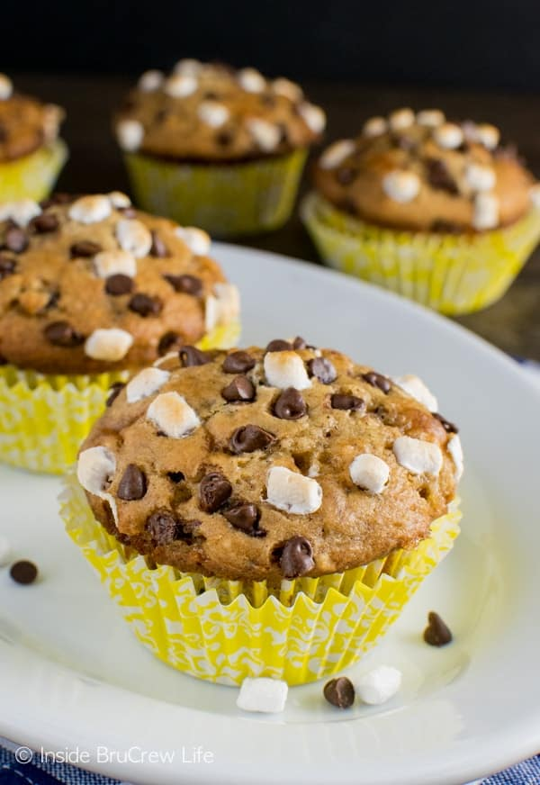 Banana S'mores Muffins - these easy muffins are loaded with chocolate, marshmallow, and graham crackers. Awesome breakfast recipe!