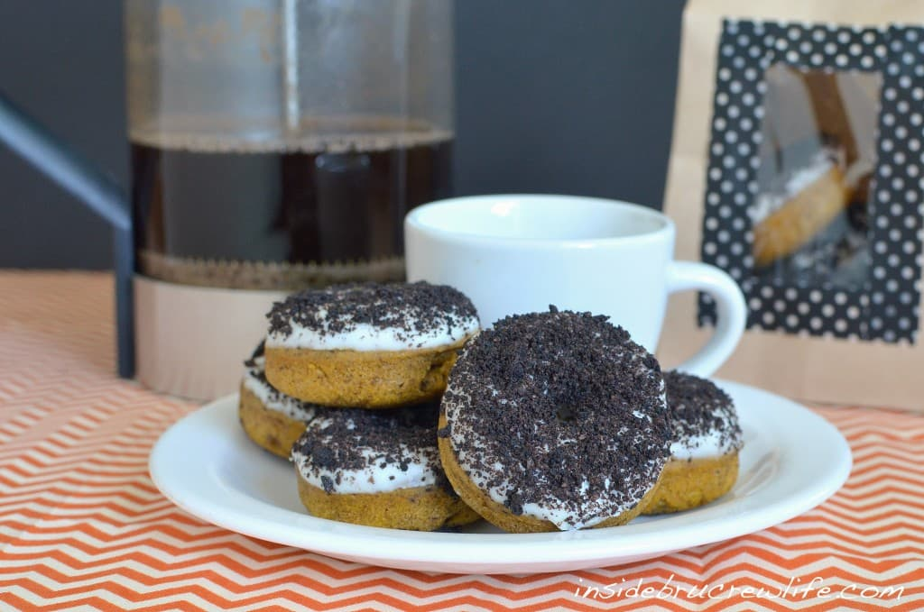 Pumpkin Oreo Donuts - baked pumpkin donuts with lots of Oreo cookie flavor http://www.insidebrucrewlife.com