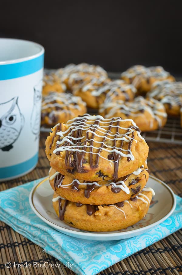 Pumpkin Raisinets Muffin Tops - soft pumpkin muffin tops made with just a few ingredients makes a delicious breakfast. Make this recipe this fall! #muffins #pumpkin #twoingredientmuffins #fall #breakfast #chocolate #raisinets #muffintops