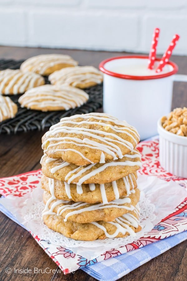Toffee Apple Pie Cookies - these soft apple cookies are loaded with toffee and graham cracker crumbs. Perfect cookie recipe for any time! #apple #cookies #homemade #fall #toffee #cookiejar #baking
