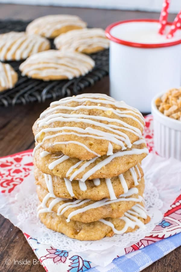Toffee Apple Pie Cookies - sweet candy bits and shredded apples make these apple cookies a must make recipe. These awesome cookies stay soft for days! #apple #cookies #homemade #fall #toffee #cookiejar #baking